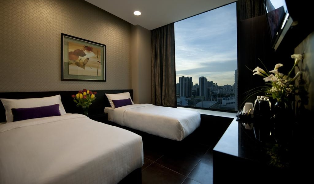 Twin Room with City View 2-min