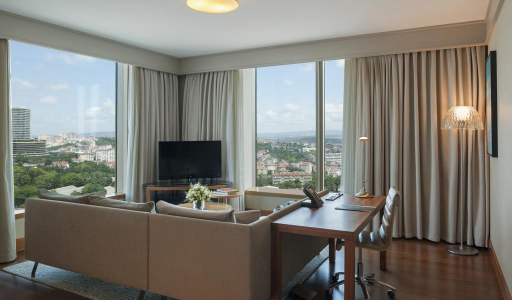 Corner Suite City View With Lounge Access 1-min