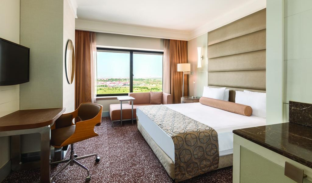 Deluxe Double Room with Balcony 3-min