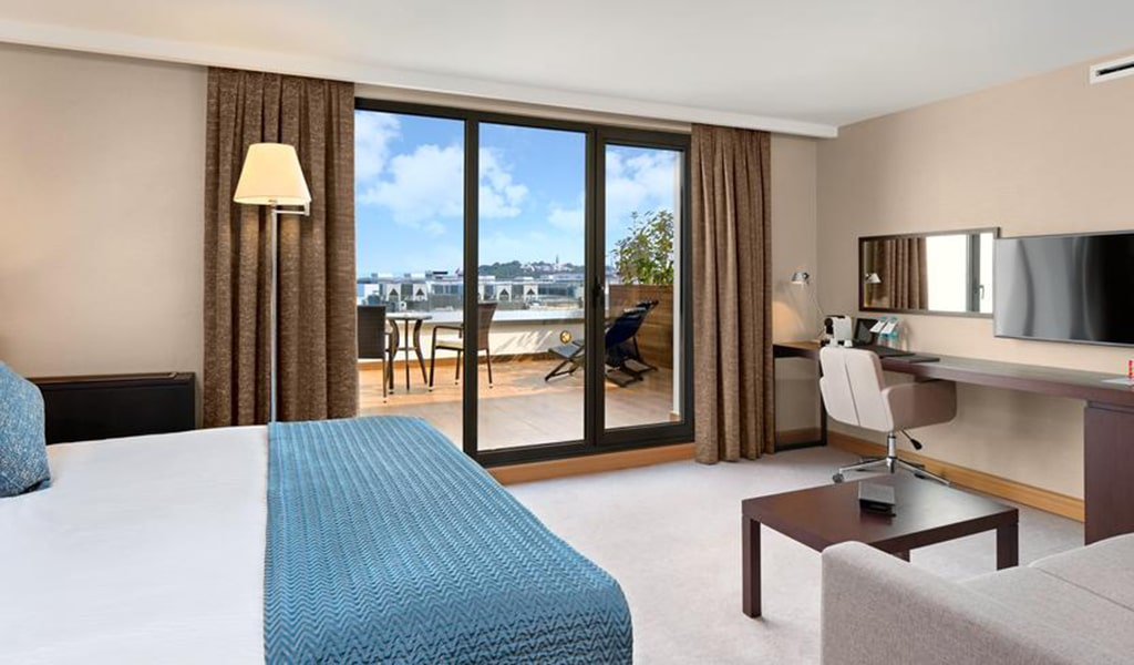 Deluxe Room with Terrace 1-min