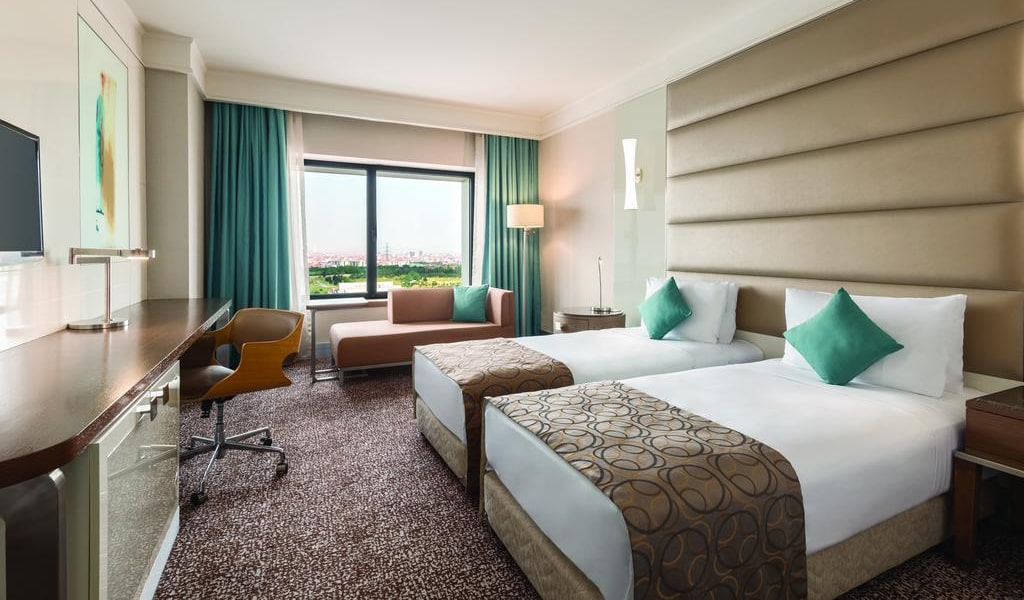Deluxe Twin Room with City View 1-min