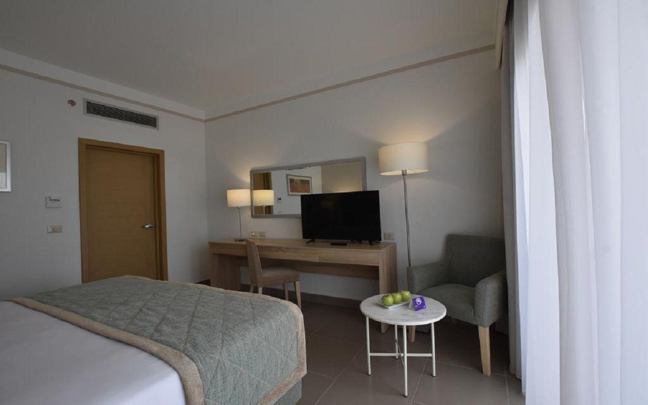 Jaz Maraya superior room