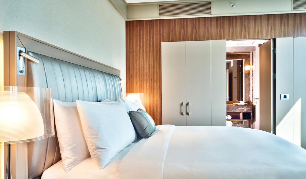 Junior Suite Bosphorus View With Lounge Access 2-min