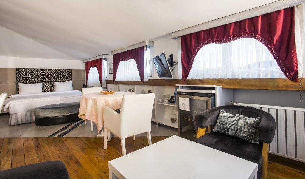 Suite with Spa Bath & Sea View 2-min