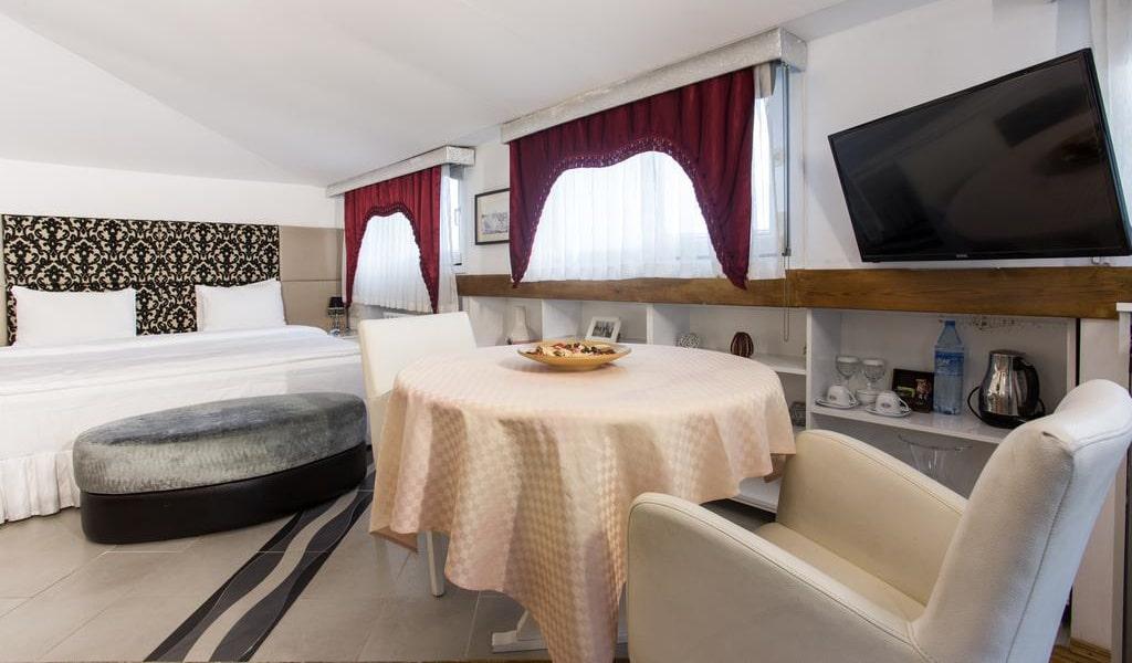 Suite with Spa Bath & Sea View 3-min