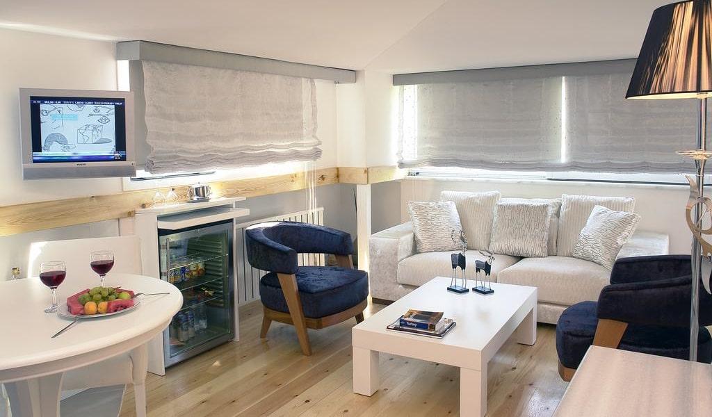 Suite with Spa Bath & Sea View 4-min
