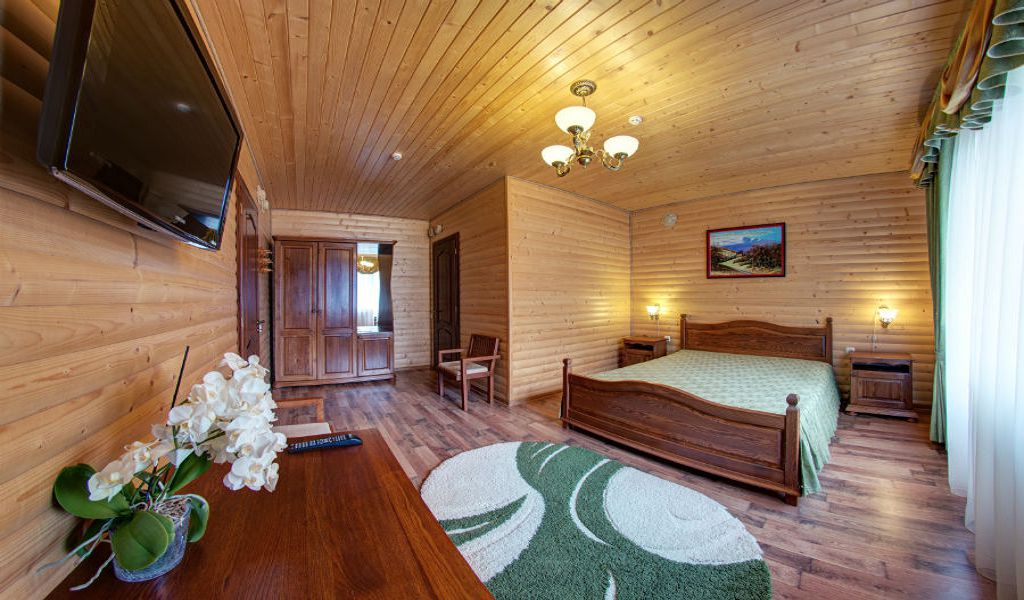 room-half-lux-01-w900