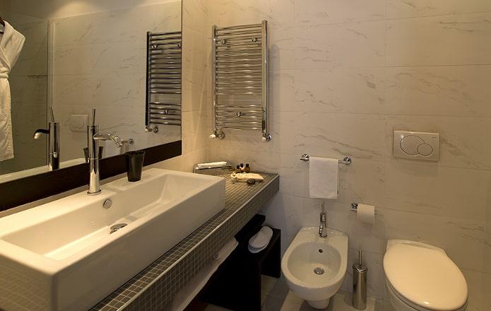 Deluxe-Room-Bathroom-min