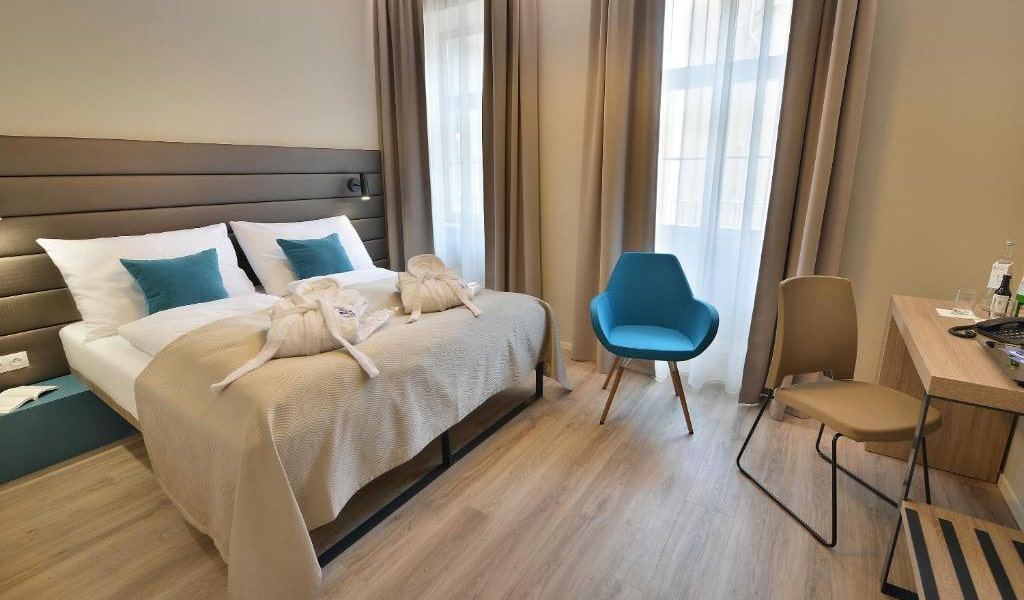 Double-Room-with-Balcony-min