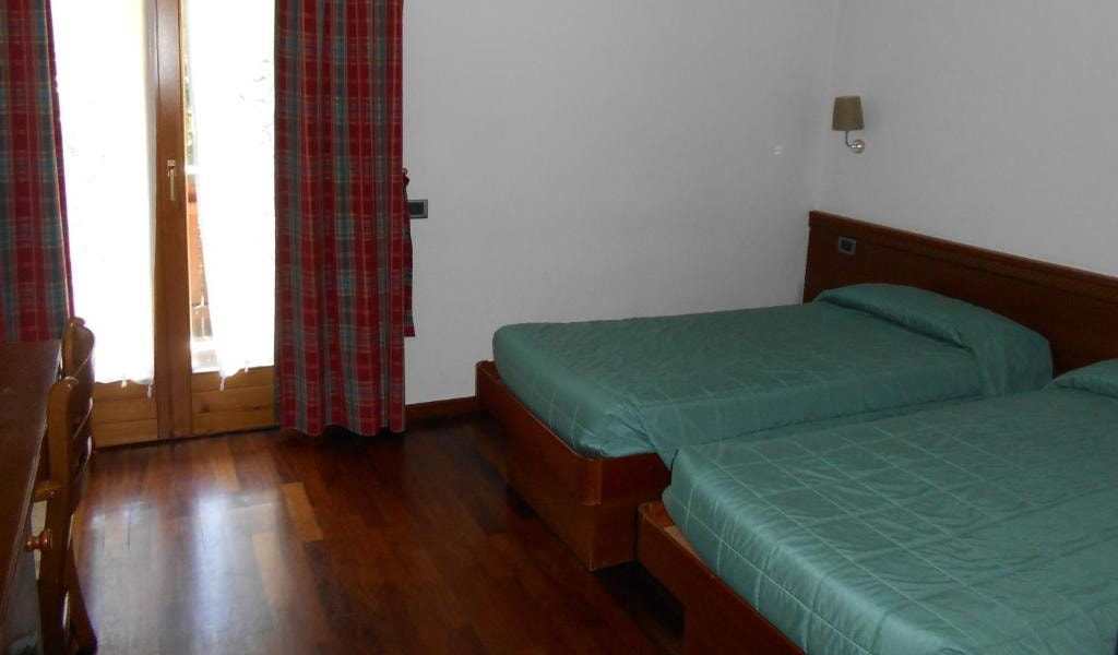 Double-or-Twin-Room-2-min
