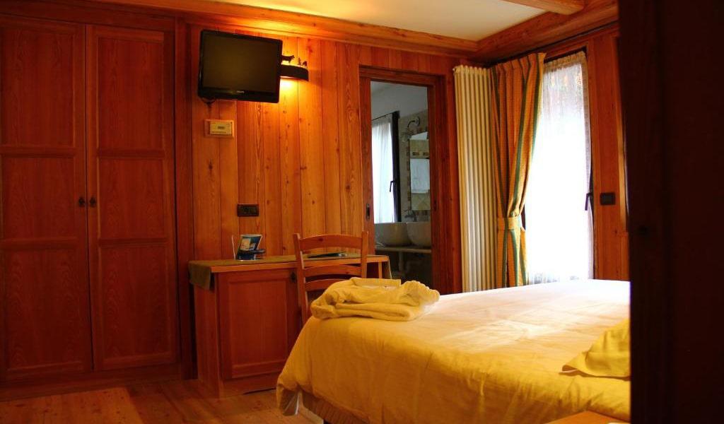 Family-Room2-min