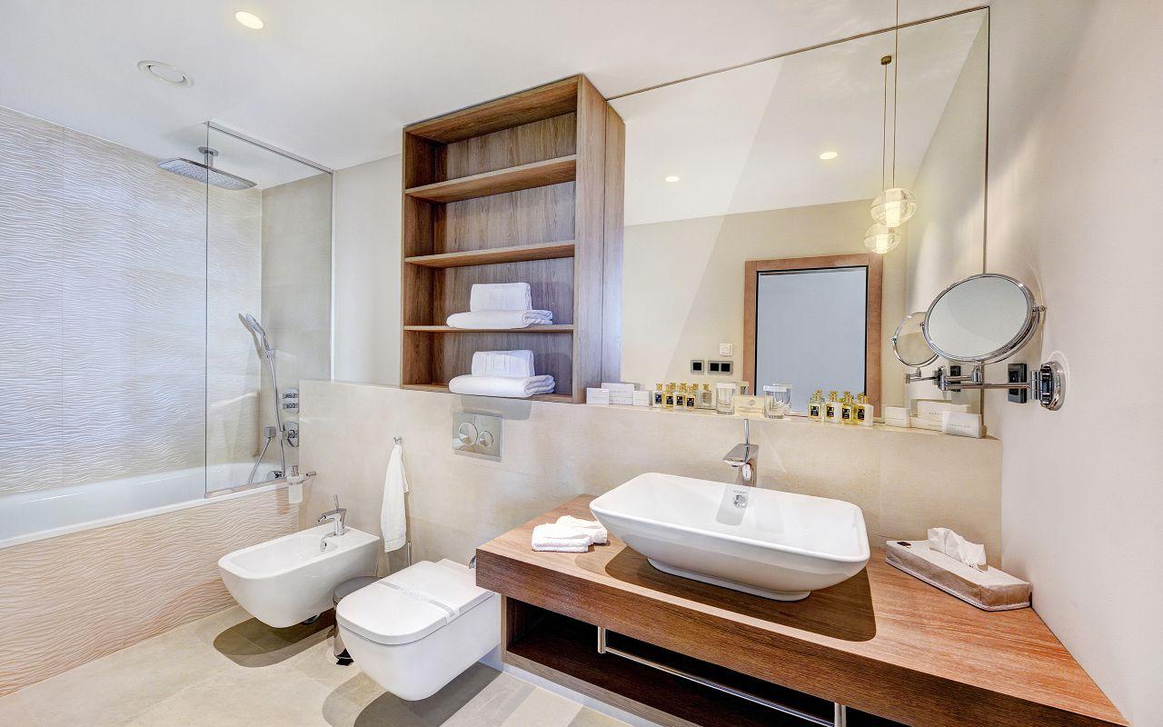 Maria Terezia bathroom with bath