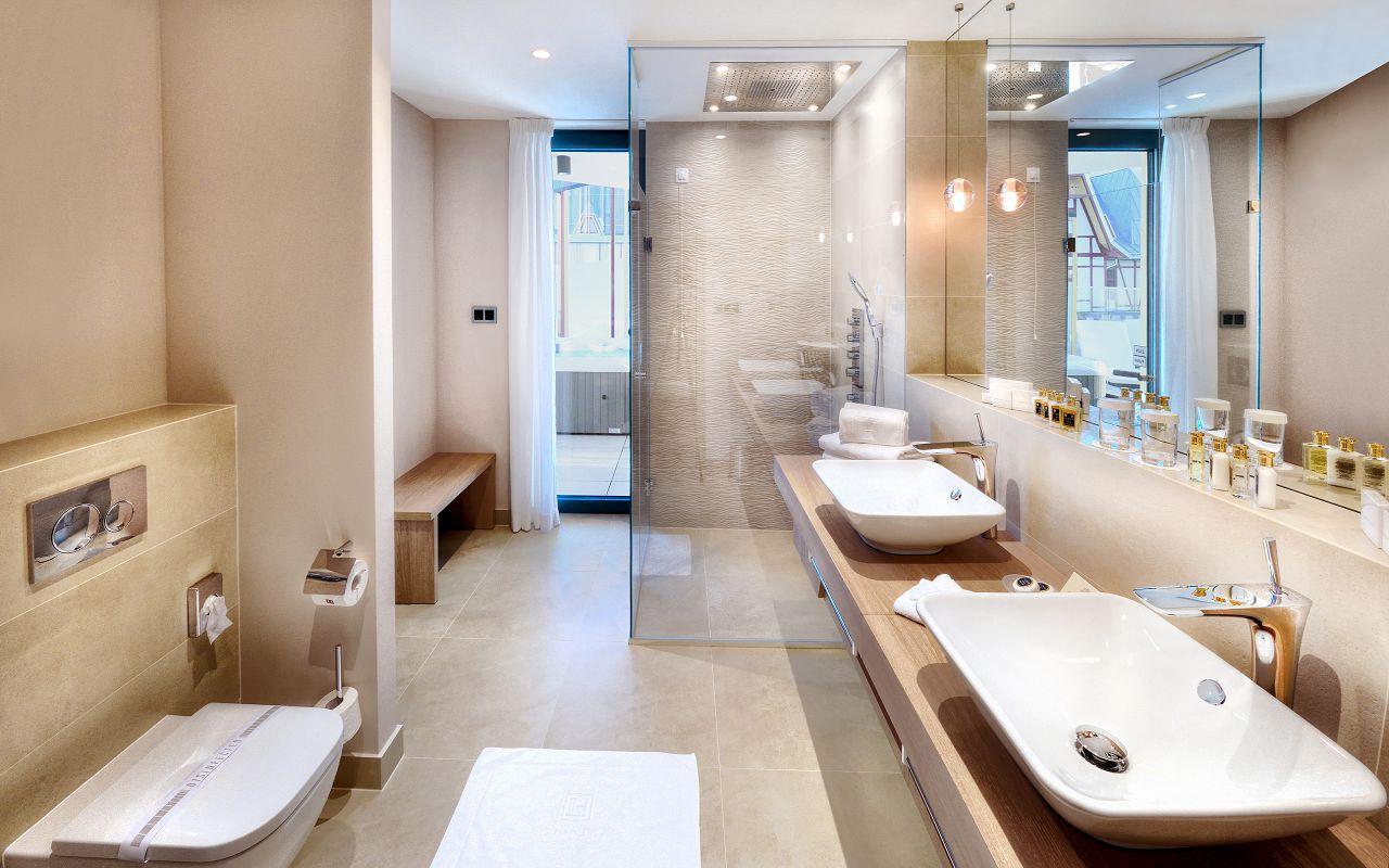 Maria Terezia bathroom with shower