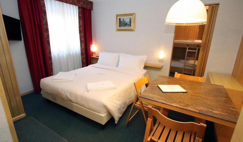 One-Bedroom-Apartment-(2+2)2-min