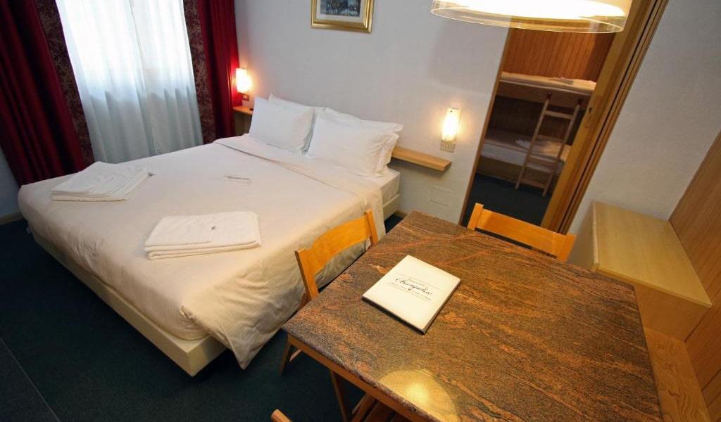 One-Bedroom-Apartment-(2+2)3-min
