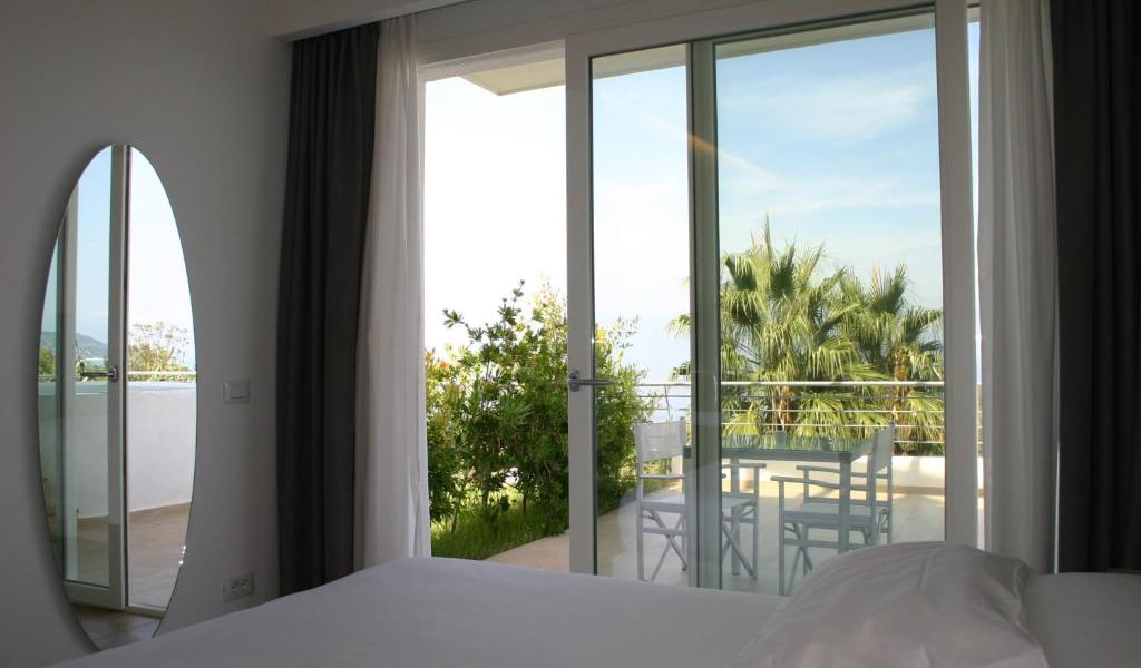 Suite-with-Garden-View-min