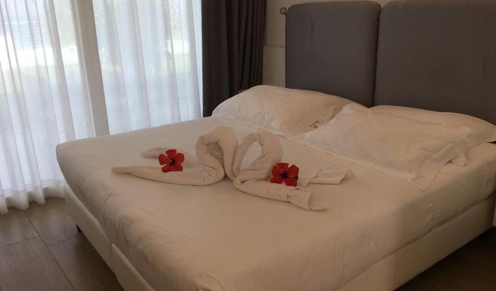 Suite-with-Spa-Bath-4-min