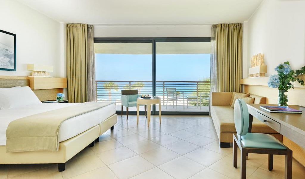 Superior-Double-Room-with-Sea-View-2-min