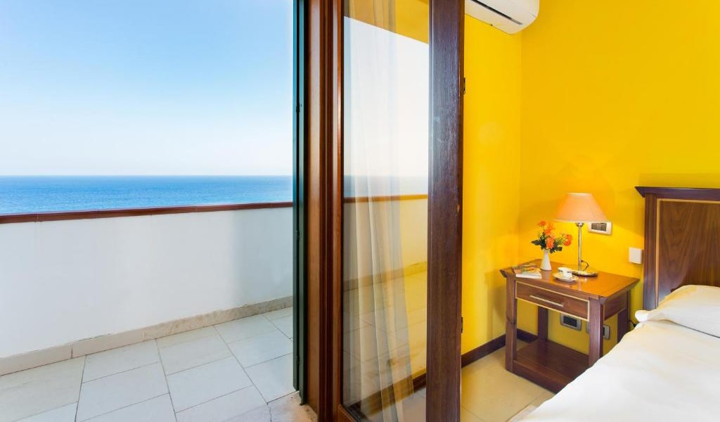 Superior-Double-Room-with-Sea-View-5-min