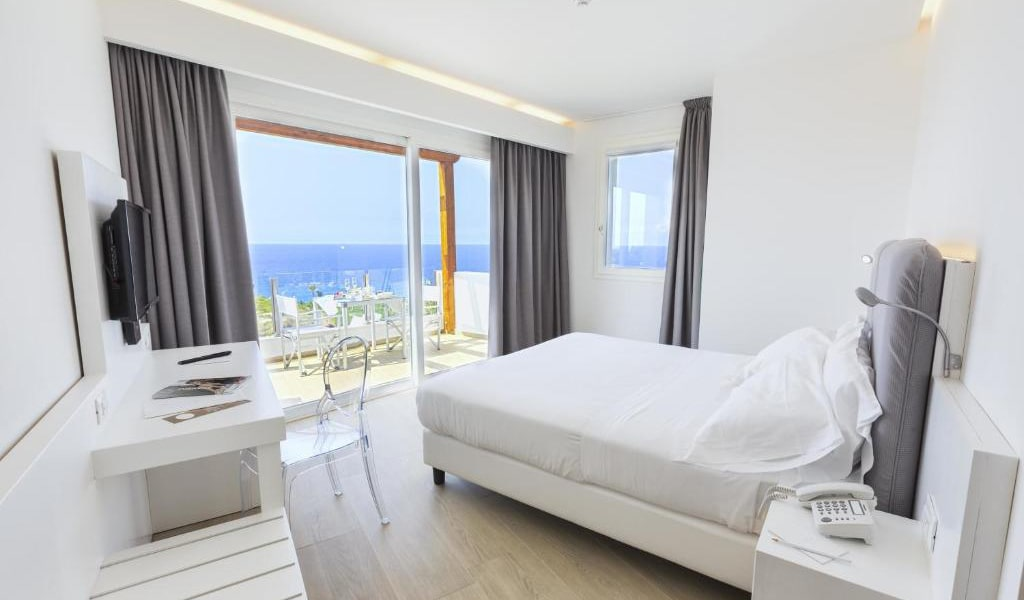 Superior-Double-or-Twin-Room-with-Sea-View-2-min