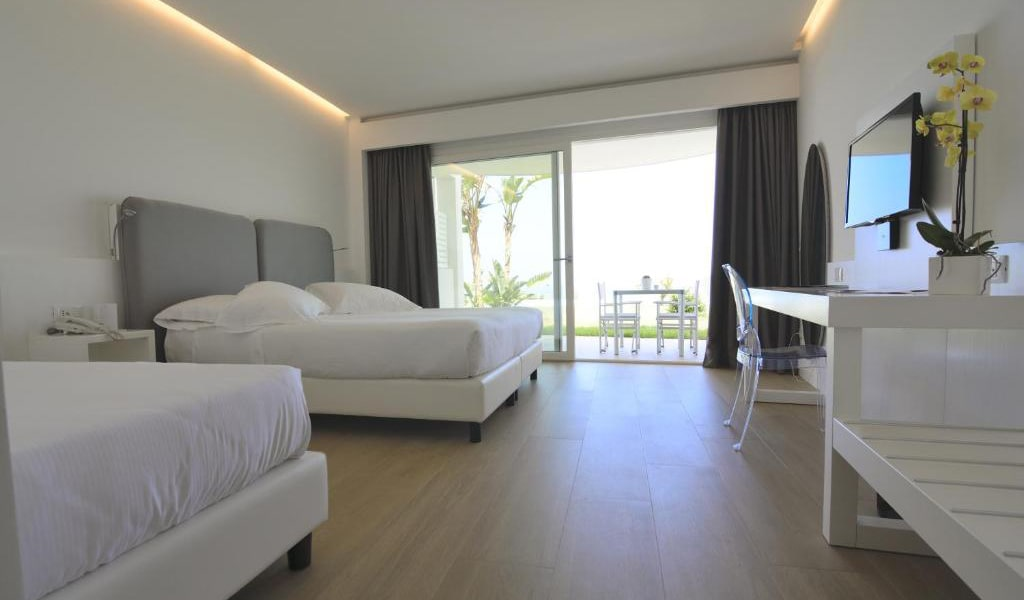Superior-Triple-Room-with-Sea-View-min