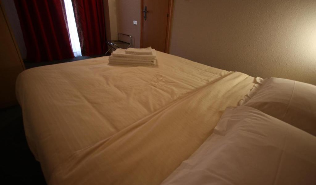 Two-Bedroom-Apartment-(6-Adults)-2-min