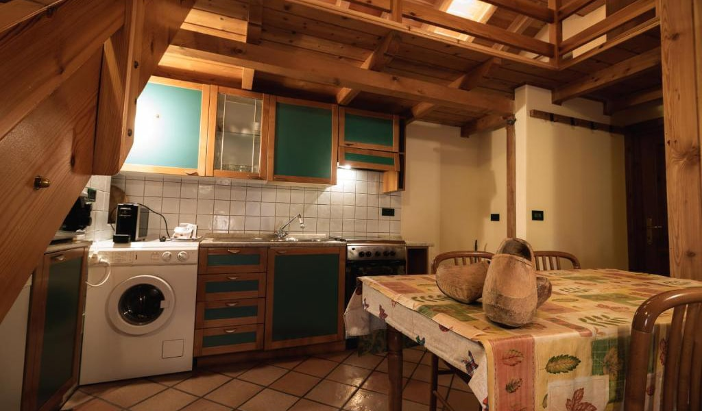 Two-Bedroom-Apartment---Split-Level-2-min
