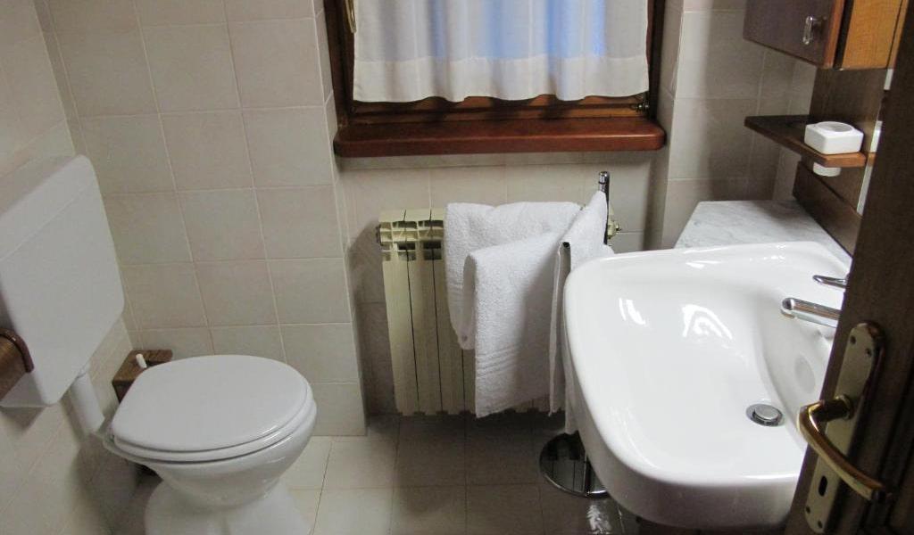 Two-Bedroom-Apartment---Split-Level-7-min