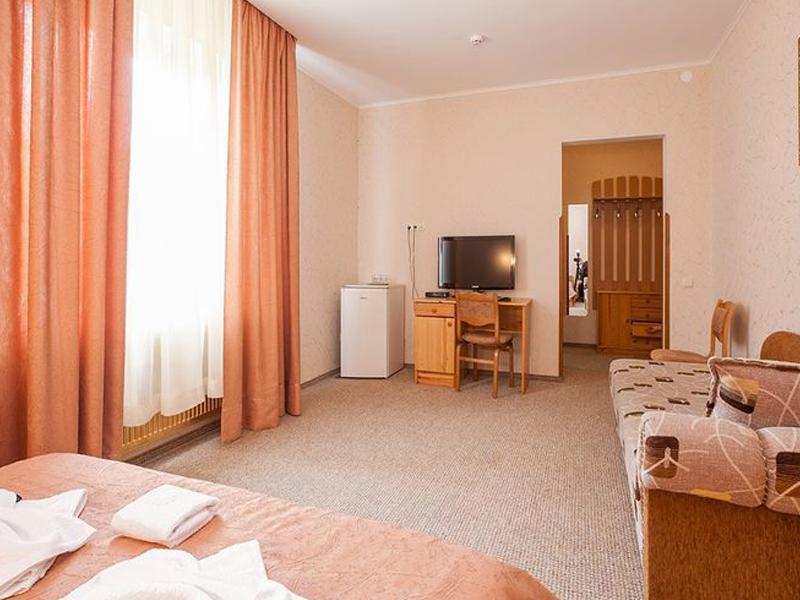 hotel_0027_149510279211964800