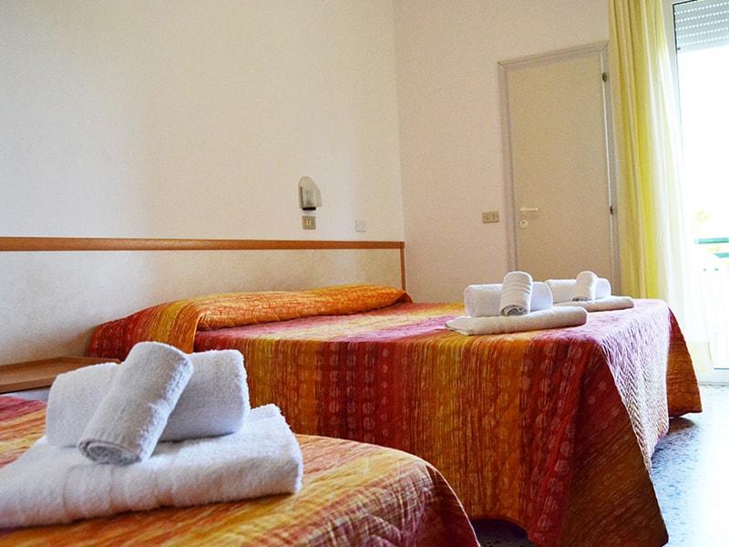 Apis Hotel (2)