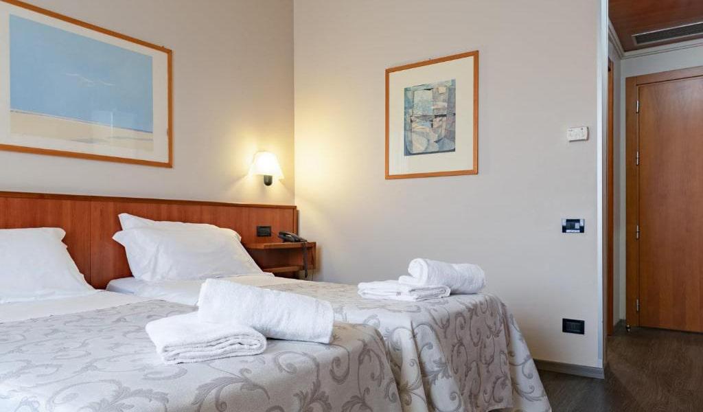 Comfort-Double-Room-min