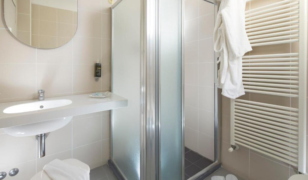 Comfort-Double-or-Twin-Room-3-min