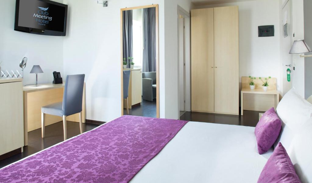 Comfort-Double-or-Twin-Room-4-min