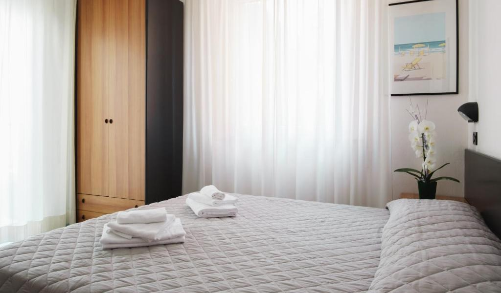 Double-or-Twin-Room-3-min