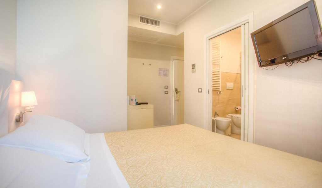 Double-or-Twin-Room-with-Beach-Access-min
