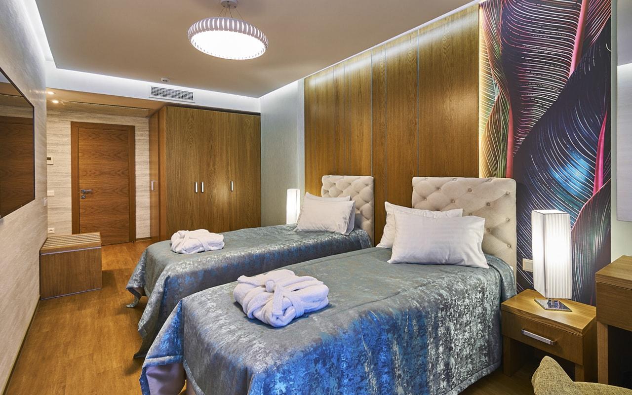 Light Hotel (18)