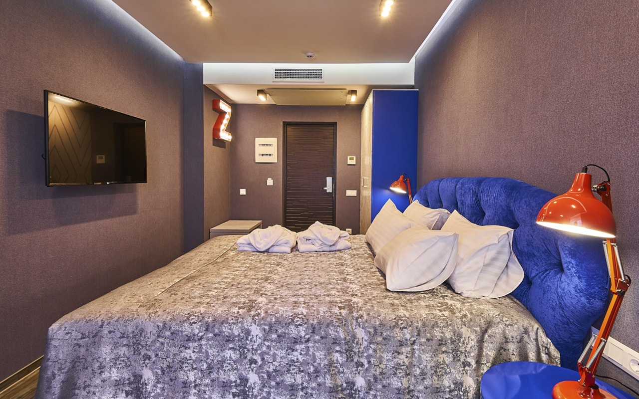 Light Hotel (7)