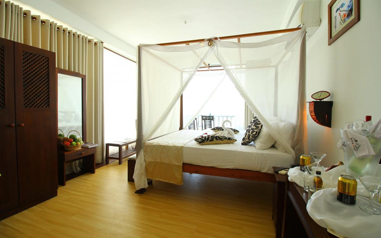 Mini-Suite-With-Direct-Sea-View-min