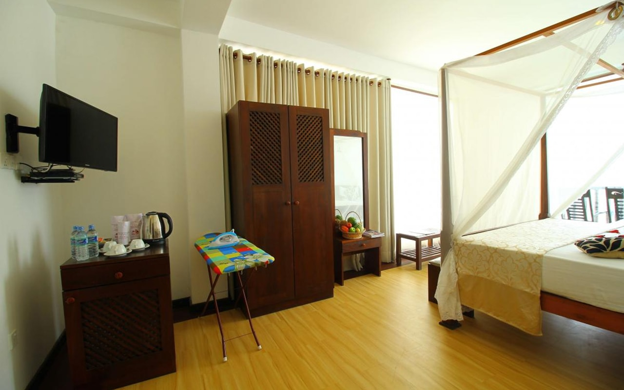 Mini-Suite-With-Direct-Sea-View2-min