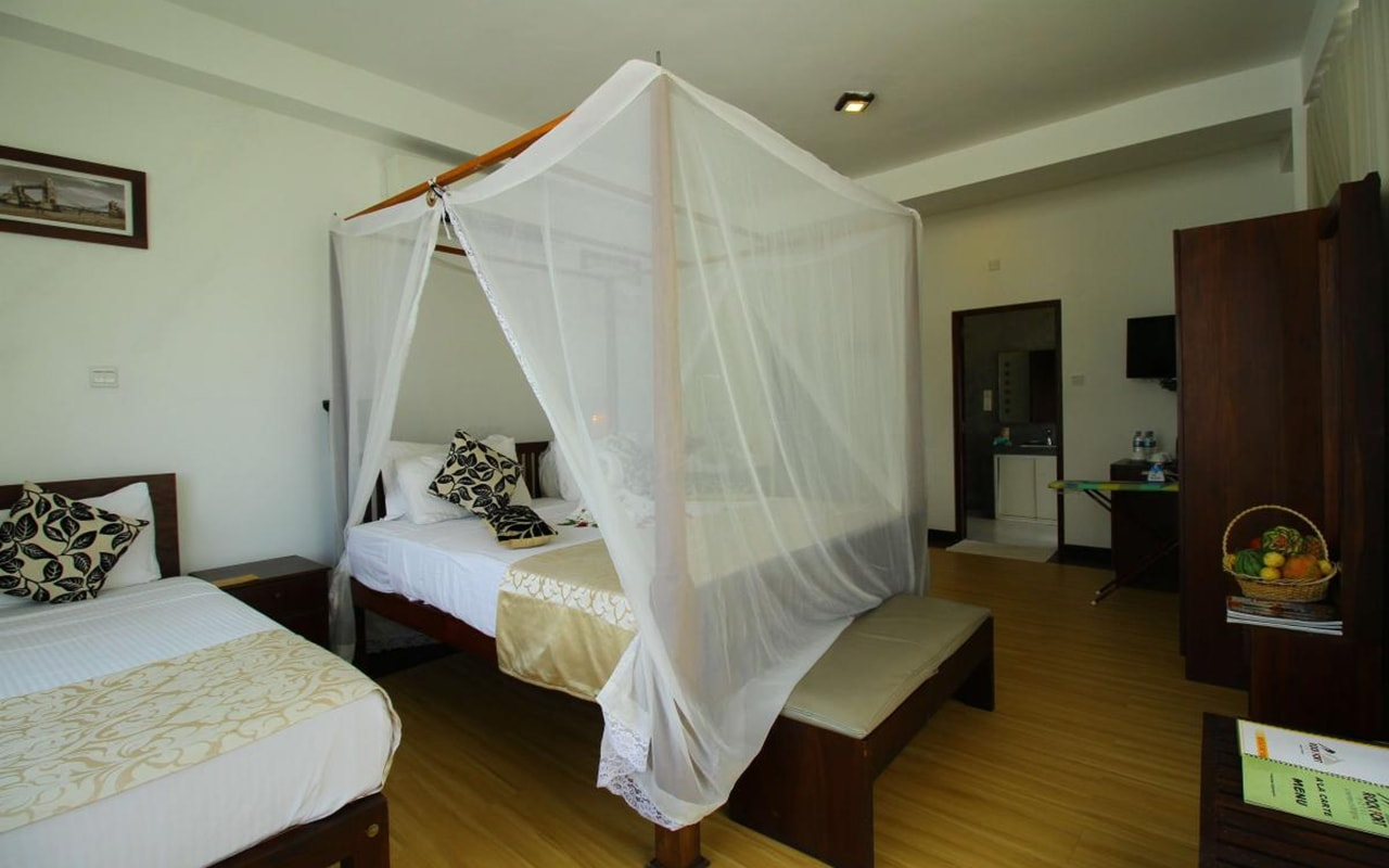 Mini-Suite-With-Direct-Sea-View3-min