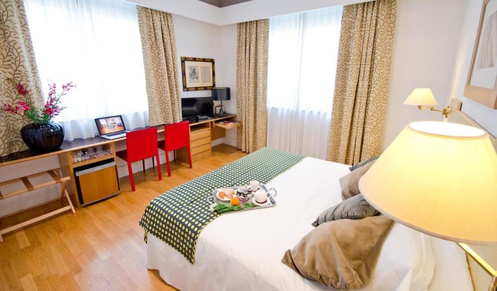 Standard-Double-or-Twin-Room-2-min