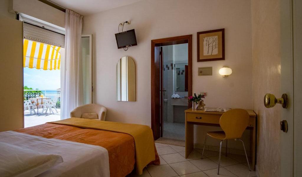Classic-Single-Room-with-Balcony-min