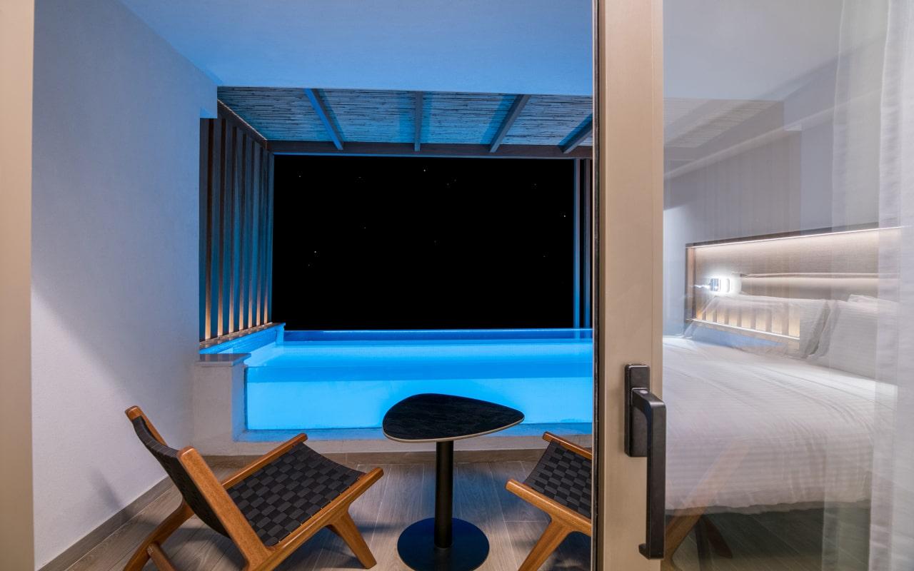 Dazzling Blue Plunge Pool (1)-min