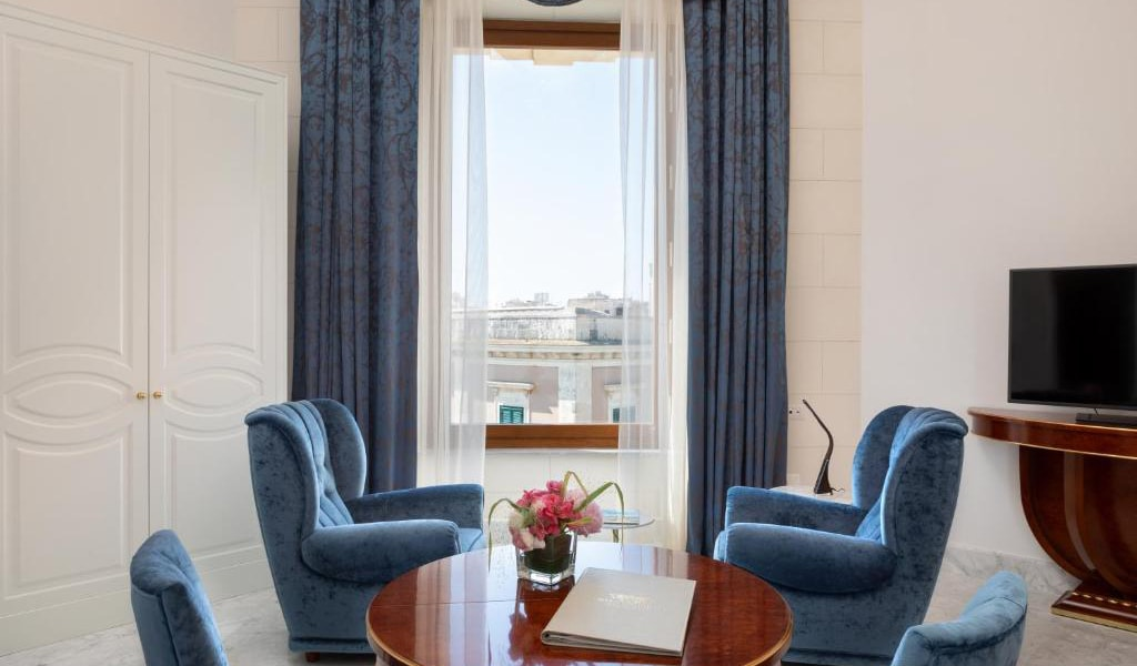 Deluxe-Double-Room-with-Partial-Sea-View-3-min