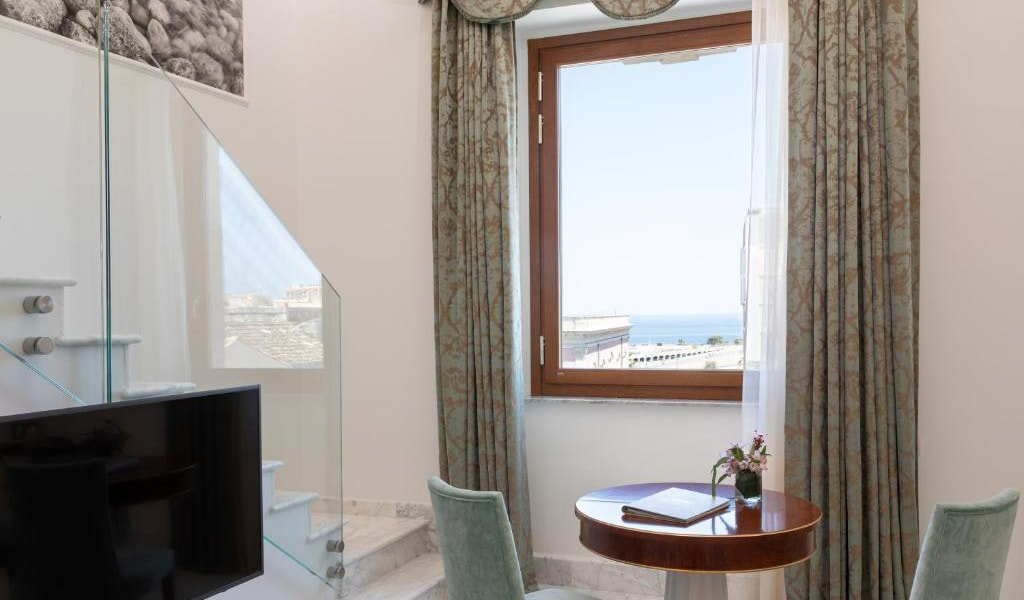 Deluxe-Double-Room-with-Side-Sea-View-2-min