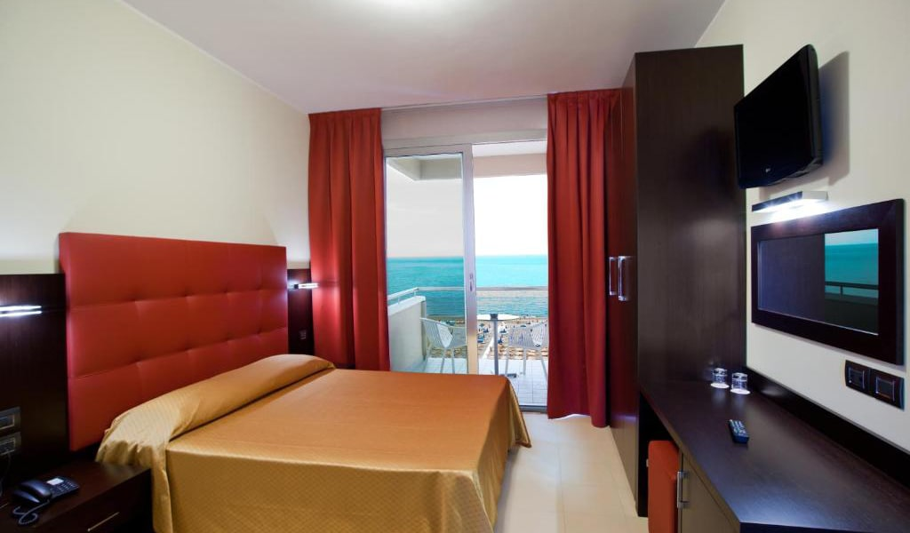 Deluxe-Double-or-Twin-Room-with-Sea-View-and-Spa-Access-2-min