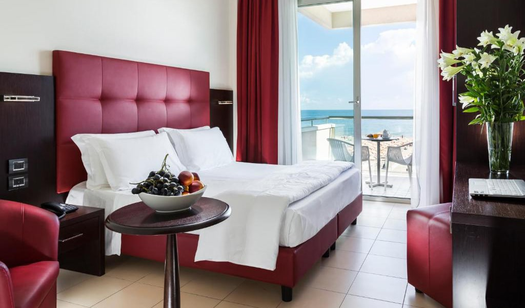 Deluxe-Double-or-Twin-Room-with-Sea-View-and-Spa-Access-min
