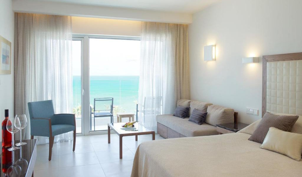 Deluxe-Double-or-Twin-Room-with-Sea-View-min