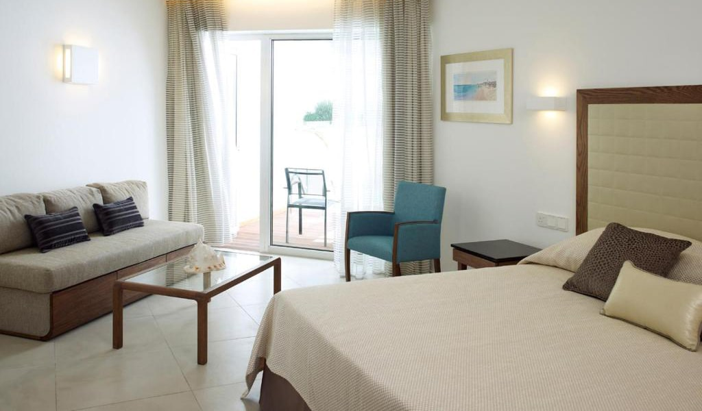 Deluxe-Double-or-Twin-Room-with-Side-Sea-View-min