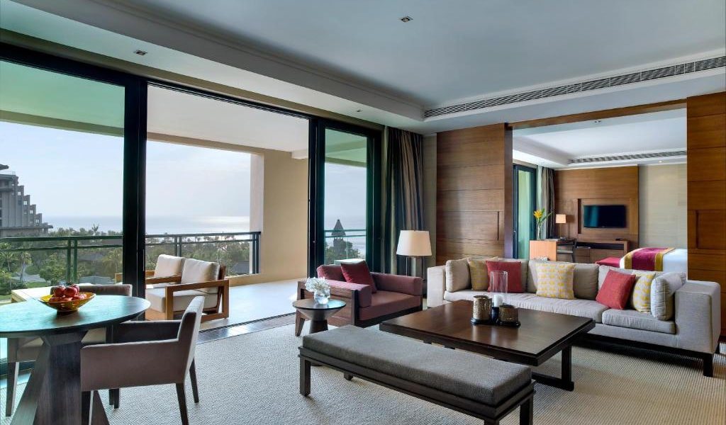 Deluxe-Suite-with-Sea-View-&-1-Living-room-2-min